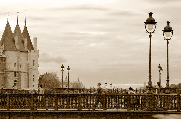 Pont au Change et le Palais de Justice, Paris. Click the image to continue.